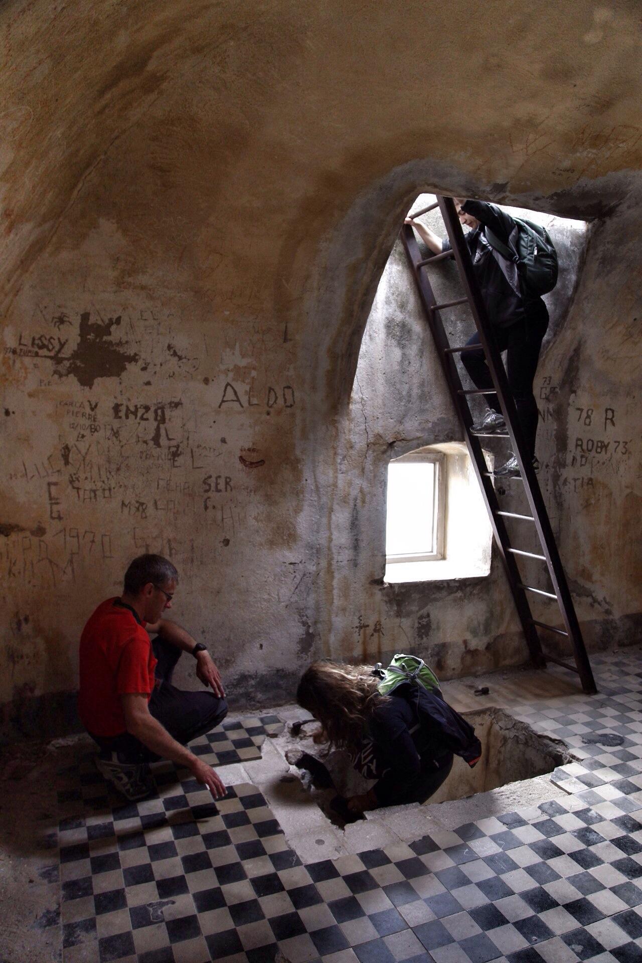salendo nella torre di Punta Crena con Marco Rosso di Attraverso le Alpi Liguri