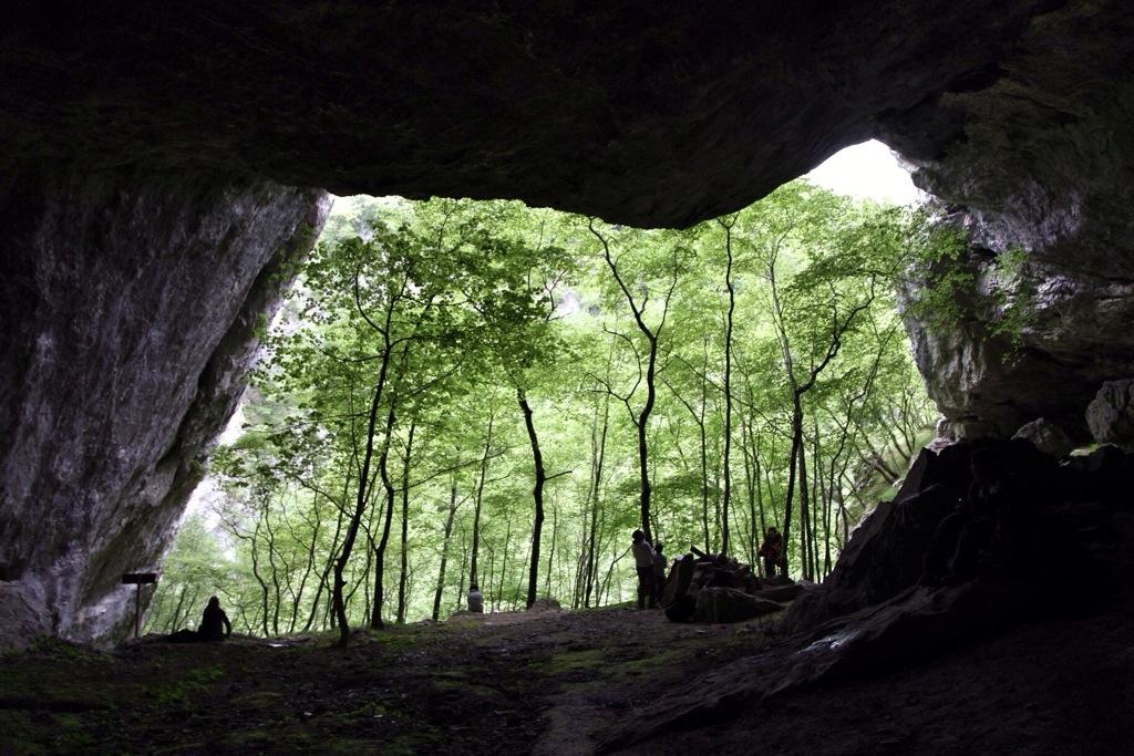 dentro la grotta Arma du Cupa in Val Ferraia - Val Pennavaire