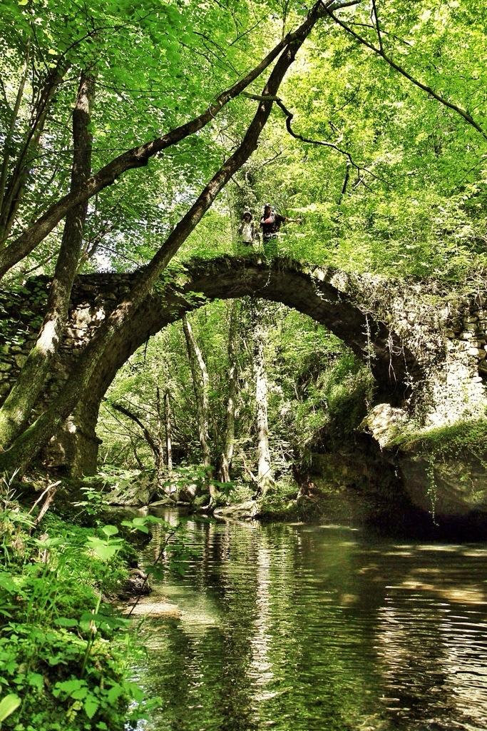 ponte sul rio Ferraia tra Liguria e Piemonte