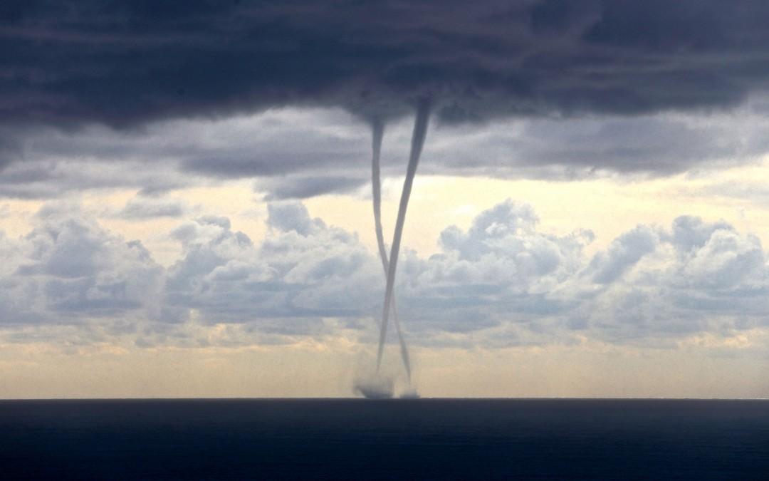 L'abbraccio colossale del 6 novembre – twin waterspouts